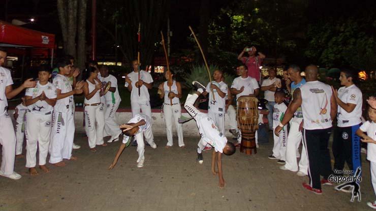 Roda da Feira, Teresópolis/RJ - Grupo Capoeira Regiangola