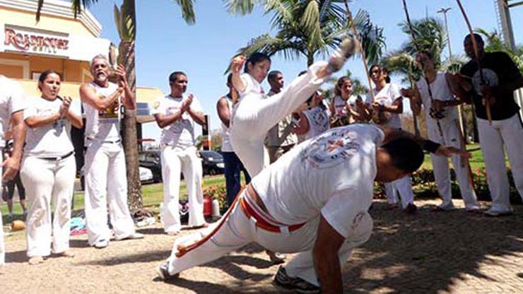 Capoeira ajuda a combater a violência entre jovens
